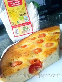Pastel salado de queso y tomates cherry (tarta salada)  Ingredientes: 1.180g queso de untar. 2.40g queso azul. 3.2 huevos.  4.2 yemas. 5.110g harina.( de cualquier tipo pero yo he utilizado harina ecológica de espelta, y queda espectacular) 6.50g mantequilla. 7.150ml leche. 8.25gr azúcar. 9.25gr orégano. 10.250 tomates cherry. 11.1 pizca de sal.