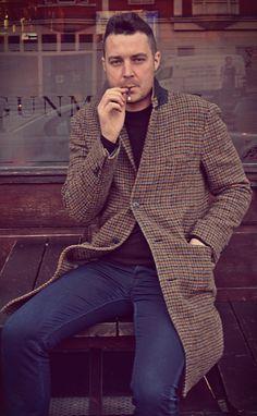 Tweed smoking in London