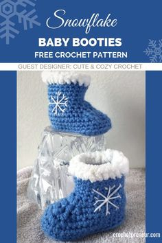 Crochet Baby Mittens Help make baby's first Christmas even more memorable with these adorable snowflake baby booties. The crochet pattern includes sizes and mos. The snowflake motif makes them the perfect baby booties for an winter holiday.or everyday! Crochet Baby Shoes, Crochet Baby Booties, Crochet Baby Mittens, Crochet Baby Blanket Beginner, Baby Knitting, Crochet For Beginners, Crochet For Kids, Free Crochet, Bernat Baby Yarn