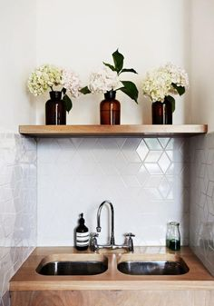 Sarah Trotter home from The Design Files. Kitchen Tile, Kitchen Inspirations, Kitchen Dining, House Interior, Home Kitchens, Home, Interior, Dream Kitchen, Kitchen Design