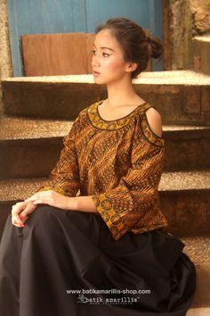 Batik Amarillis's painter's blouse More comfy, sweet, unique &… Blouse Batik, Batik Dress, Modest Fashion, Love Fashion, Batik Kebaya, Amarillis, Friday Outfit, Batik Fashion, Ethnic Dress