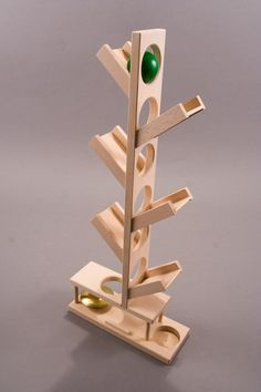 Set the balls at the top of the tree and enjoy watching them climb down to ring the bell at the bottom Woodworking Gift Ideas For Mom, Woodworking Toys, Woodworking Projects Diy, Diy Wooden Projects, Recycled Art Projects, Wood Crafts, Making Wooden Toys, Wood Games, Wooden Art