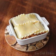 A classic lasagna recipe! This mini lasagna is made with just 2 lasagna noodles and layered with meat, cheese, and sauce. Baked in a small baking dish, this lasagna is the perfect amount to serve one or two people. Small Lasagna Recipe, Homemade Lasagna Recipes, Classic Lasagna Recipe, Classic Recipe, Meat Lasagna, Lasagna Noodles, Mug Recipes, Cooking Recipes, Batch Cooking