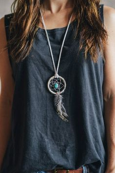 I would LOVE to have one of these Boho Dream Catchers Dream Catcher Necklace, Dream Catchers, Hippie Style, Hippie Chic, Bohemian Style, Collar Hippie, Diy Accessoires, Boho Fashion, Fashion Hair