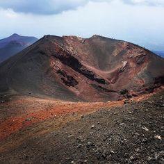 @Etna, Sicilia  #italy #italien #italia #sicily #sizilien #sicilia #etna #vulcano #vulkan #holiday #mountains #reiseblog #flugentenblog #travelblog #austrianblogger #iphoneonly #vulkangestein #instatravel #phototravel #jourjourapp