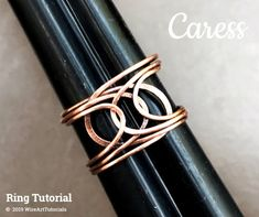 Wire wrap tutorial,wire wrapping pattern WireArtTutorials Caress ring, DIY jewelry,jewelry making,wi Wire Rings Tutorial, Wire Weaving Tutorial, Ring Tutorial, Wire Wrapped Jewelry, Wire Jewelry, Jewelry Crafts, Jewellery, Boho Beach Style, Diy Jewelry Making