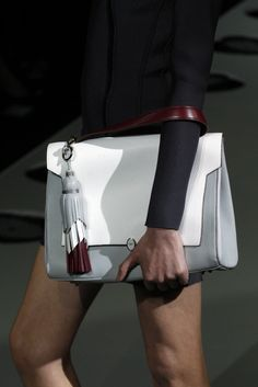 2014 London Collections: Accessories Roundup Anya Hindmarch RTW Spring 2014 [Photo by Giovanni Giannoni]Anya Hindmarch RTW Spring 2014 [Photo by Giovanni Giannoni] Purses And Handbags, Leather Handbags, Leather Bags, Ethno Style, Kelly Bag, Christmas Bags, Mk Bags, Anya Hindmarch, Shopper