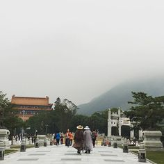 I looked through the people and on through the mist to find a sense in a peace of mind.  #hongkong #peaceofmind #journey #lindatravels #morethanitseems