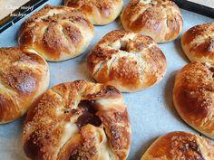 Pudingové koláče s chrumkavým cukrovým povrchom Czech Recipes, Bagel, Bread, Baking, Sweet, Food, Inspirational, Basket, Bulgur