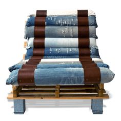 Lounge chair made out of pallets and denim • Recyclart