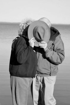 🌱Caring for Aging Parents?Learn interior design tips!true love,Grow Old Together,Good. Older Couples, Couples In Love, Older Couple Photography, Vieux Couples, Parejas Goals Tumblr, Growing Old Together, Old Folks, Aging Parents, Lasting Love