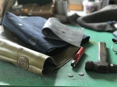 Stippentas in wording . Leather Bags, Dutch, Pocket, Handmade, Design, Leather Tote Handbags, Hand Made, Dutch Language