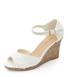 - Peep toe front- Lace material- Ankle strap fastening- Cork wedged heel