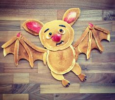 Pancake bat by Shannon Mazzei ( season (kid cooking halloween) Halloween Breakfast, Halloween Snacks For Kids, Halloween Party Appetizers, Healthy Halloween Treats, Halloween Food For Party, Breakfast For Kids, Halloween Season, Cute Snacks, Cute Food