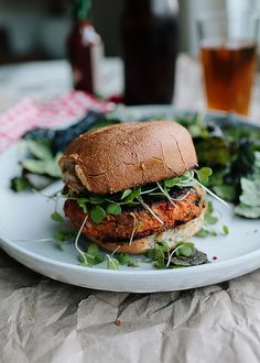Cajun-Spiced Sweet Potato Burgers (vegetarian - brown rice & sweet potato) // the year in food Vegetarian Recipes, Cooking Recipes, Healthy Recipes, Burger Recipes, Burger King, Sweet Potato Burgers, Sandwiches, Le Diner, Mets