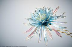 2016 月下美人 簪【 雪華 -碧- 】A Queen of the Night - Kanzashi, Hair Stick, Hair Pin, Hair Ornaments - by Sakae, Japan Photo by Ryoukan Abe (www.ryoukan-abe.com) Auction page ▶http://page.auctions.yahoo.co.jp/jp/auction/227769548 Flickr ▶http://www.flickr.com/photos/sakaefly