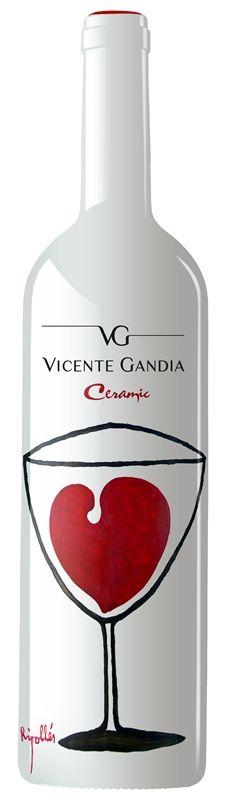 Bodegas Vicente Gandia elabora su primer vino de Castellón en botella de cerámica con diseño del artista Ripollés