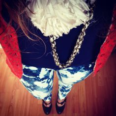Mix and match, jeans, dots cardigan, flower necklace Streetstyle