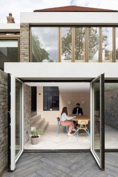 Selencky Parsons, led by architects Sam Selencky and David Parsons, saw the project as an opportunity to bring new thinking to the shared house typology. Timber Panelling, Timber Beams, Rehearsal Room, Student Room, Minimal Home, London House, Zaha Hadid Architects, Study Areas, Bedroom With Ensuite
