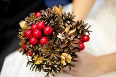 Букет невесты из шишек, сухоцветов и декоративных ягод. Первая Мастерская Брошь-Букет в Санкт-Петербурге.