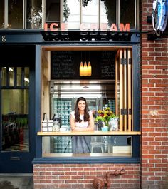 Andie's favourite places to eat in Seattle. Particularly interested in Top Pot Doughnuts, Delancey, Portage Bay Cafe and Molly Moon's Ice Cream! -from Can You Stay for Dinner.