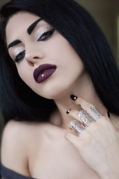A page were you can see that goth can still mean beautiful . A place to be Goth and proud. Dark Beauty, Goth Beauty, Gothic Makeup, Sexy Makeup, Dark Fashion, Gothic Fashion, Rockabilly, Emo, Steampunk