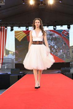 Rumunská móda pod Urpínom - Izabela Mandoiu in Slovakia Ramones, Ballet Skirt, Gallery, Skirts, Fashion, Moda, Tutu, Roof Rack, Skirt
