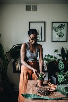 Living with Plants Happily Ever After: Q+A with Plant Tribe Book Author — - fanvan. All About Plants, Pelo Afro, Black Girl Aesthetic, New Instagram, Happily Ever After, Black Girl Magic, Black Women, My Style, Lady
