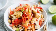 Maapähkinäwokki katso vegewokin ohje! - Kotiliesi.fi Pasta Salad, Thai Red Curry, Ethnic Recipes, Cooking, I Love Food, Crab Pasta Salad, Kitchen, Brewing, Cuisine