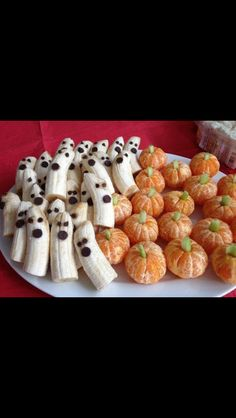 So cute ! Chocolate chips for eyes on the bananas and celery to come out of the tops of the tangerines !
