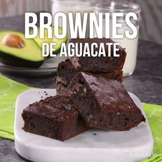 Avocado Brownies Video - You will never imagine what these delicious brownies are made of, since they have more benefits for - Sweet Recipes, Vegan Recipes, Cooking Recipes, Healthy Desserts, Dessert Recipes, Dinner Recipes, Avocado Dessert, Avocado Brownies, Tasty