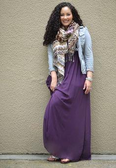 23. Вот это фото отражает меня. Длинное платье, курточка и сумочка с шарфиком :)