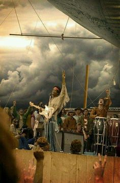 Jimi and band at Woodstock, but the clouded sky background is not and must have chopped in. Jimi Hendrix Experience, Rock N Roll Music, Rock And Roll, Jimi Hendrix Woodstock, Woodstock Music, Jimi Hendrix Live, Jimi Hendrix Guitar, Woodstock Festival, Woodstock Photos