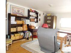 ロフトの上のスペース:天井は低いですが窓から神戸港を望める趣味部屋として使われています Bookcase, Entryway, Shelves, Furniture, Home Decor, Entrance, Shelving, Homemade Home Decor, Door Entry