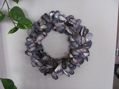 Shell Wreath Project | Cool Crafts / mussel shell wreath