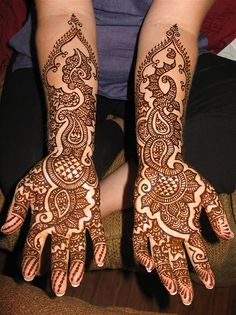 This design seems to combine the indian and javanese motives all in one!