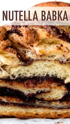 Deliciously sweet and addictive bread swirled with Nutella and topped with buttery cinnamon crumbles! Desserts Nutella, Nutella Bread, Healthy Desserts, Brunch Recipes, Sweet Recipes, Moroccan Desserts, Babka Bread, Babka Recipe, Cinnamon Crumble