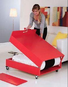 Bauanleitung für einen Couchtisch, der sich zu einen Gästebett aufklappen lässt.