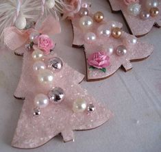 Last Trending Get all images best price pink christmas tree decorations Viral il xn Pink Christmas Decorations, Pink Christmas Tree, Christmas Ornaments To Make, Noel Christmas, Victorian Christmas, Felt Ornaments, Christmas Projects, All Things Christmas, Vintage Christmas
