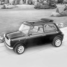 A limited edition Mini British Open Classic, with a folding sunroof. #history #photography
