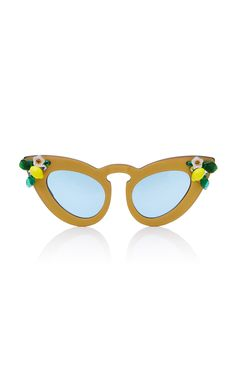 9c8c796bb2736 These   A-Morir   M O Exclusive Whiskey Sour sunglasses are handmade with  matte gold vintage acetate and feature a handmade exaggerated cat eye frame  and a ...