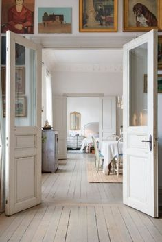 Painted floors, white walls and neutral/pale decor Painted Wood Floors, Interior And Exterior, Interior Design, Exterior Doors, Home Fashion, My Dream Home, Home And Living, Interior Inspiration, Design Inspiration
