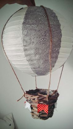 Slebstgemachte Deckenlampe im Heißluftballonlook #diy #baby #babyroom #heißluftballon
