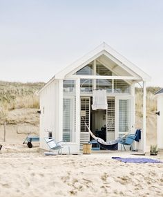 We never thought we'd say this, but she-sheds are right at the top of our dream home wish list.