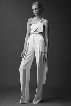 Mugler Resort 2015 Collection By David Koma Fashion Images, Fashion Details, Look Fashion, Trendy Fashion, Fashion Design, Fashion Trends, Space Fashion, Fashion 2015, Fashion Clothes