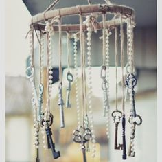 Painted old keys and pearls mobile would make a great accessory for a vintage style nursery or a child bedroom. #retronursery #vintagenursery