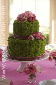 Cake floral centerpiece is a beautiful idea for dinning room table! #flowercakes
