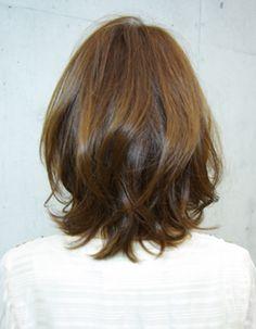 ゆらめくズル可愛い(SE92) | ヘアカタログ・髪型・ヘアスタイル|AFLOAT(アフロート)表参道・銀座・名古屋の美容室・美容院 Short Shaggy Haircuts, Medium Layered Haircuts, Messy Bob Hairstyles, Medium Hair Cuts, Pretty Hairstyles, Short Hair Cuts, Medium Hair Styles, Short Hair Styles, Brown Hair With Blonde Highlights