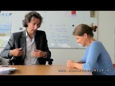 Feedback: hoe het niet moet, maar wel vaak gebeurt.. Samenwerkingshow van www.humorinbedrijf.nl - YouTube
