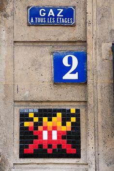 Space Invader @ Paris (France) by yoyolabellut (un oeil qui traîne), via Flickr